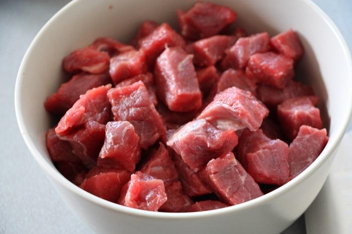 Goulasch carne di manzo ricetta ingredienti