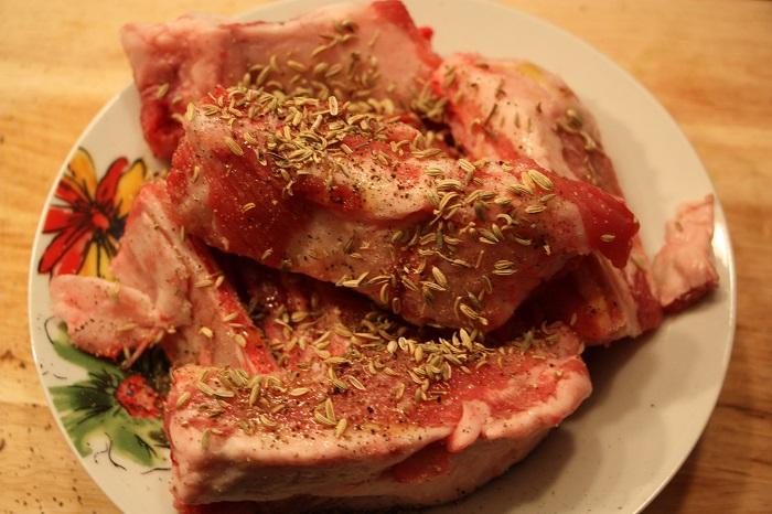 Costolette di maiale su letto di finocchi