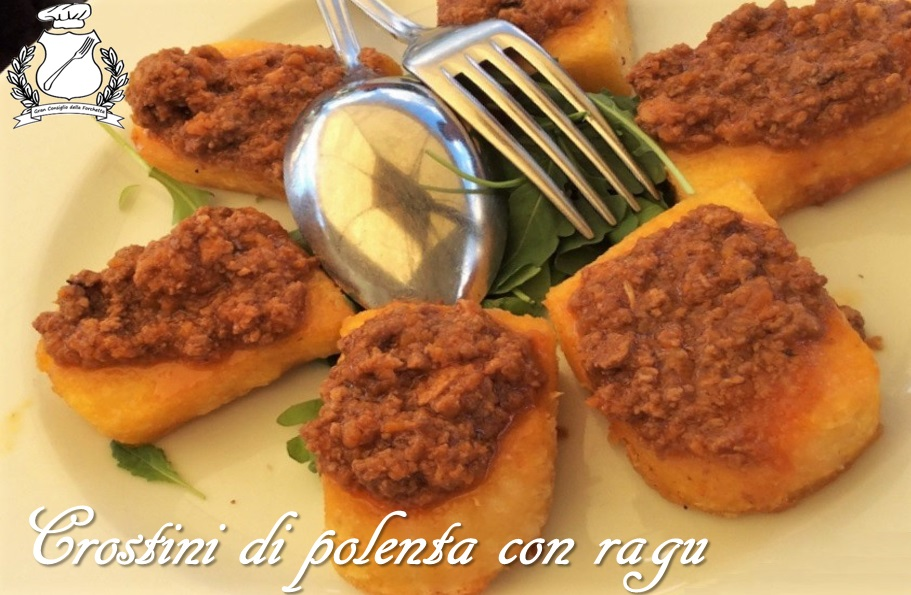 Crostini di polenta con ragu