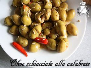 Olive verdi schiacciate alla calabrese