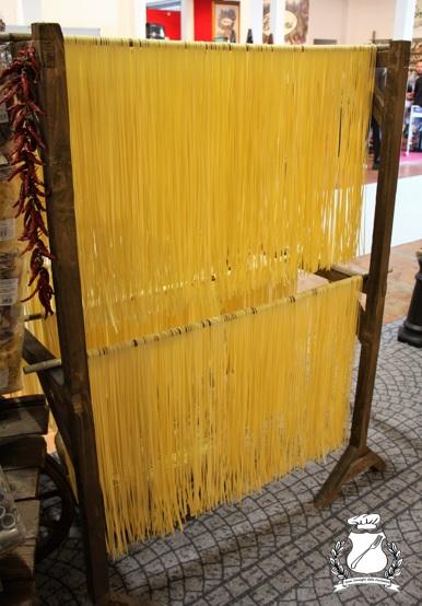 pasta di gragnano - spaghetti in essiccatura
