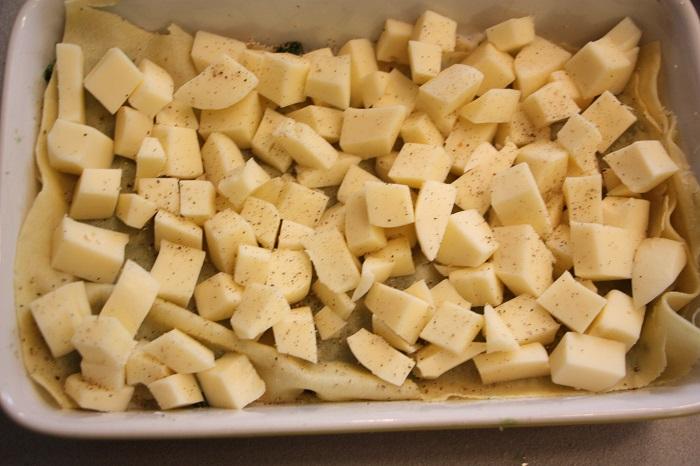 lasagne con spinaci, pesto e scamorza