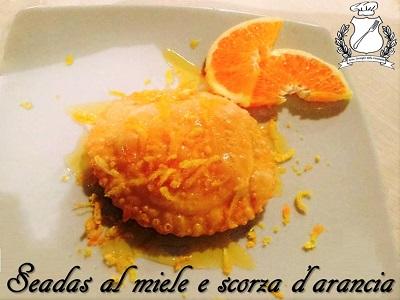 Seadas al miele e scorza di arancia