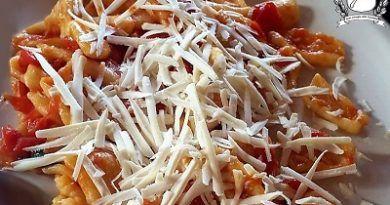 strascinati al pomodoro e ricotta salata
