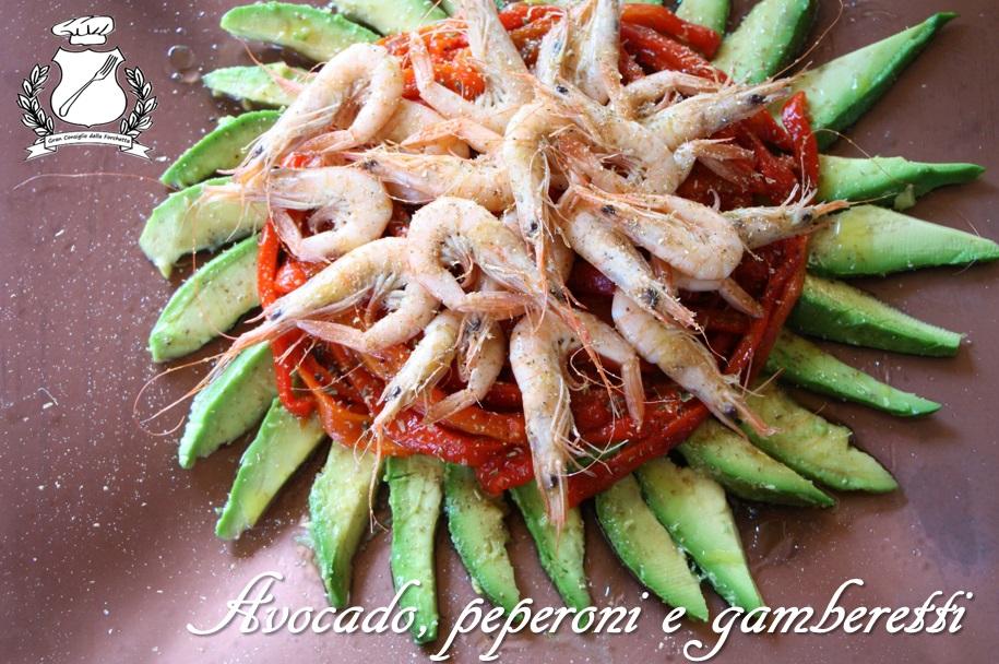 insalata di avocado, peperoni e gamberetti 2