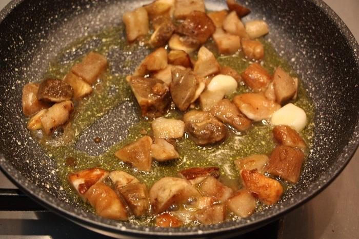 ravioli di castagne ai funghi porcini