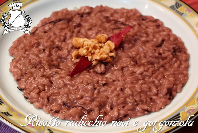 risotto con radicchio, noci e gorgonzola