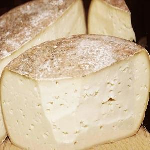 formaggio di capra o pecora a pasta pressata m