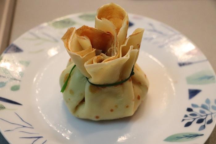 Fagottini di crepes con funghi, prosciutto e formaggio