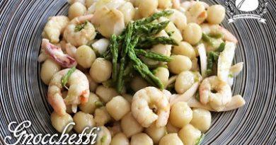 Gnocchetti di farina con asparagi, calamari e gamberetti m