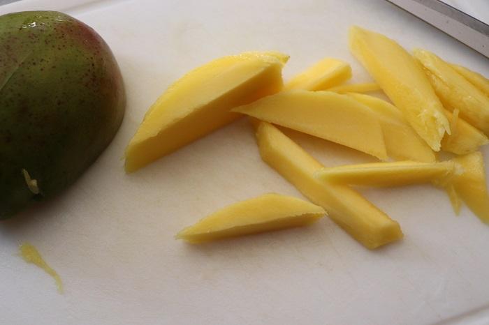 Insalata tropicale con gamberi