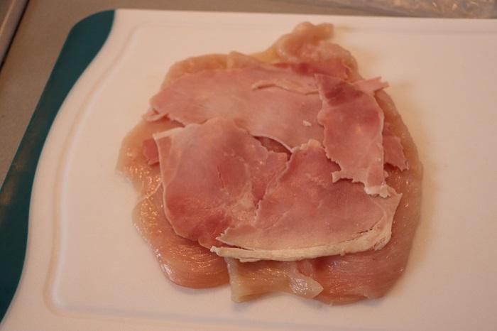 Rotolo di pollo con prosciutto e formaggio 02