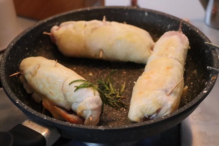 Rotolo di pollo con prosciutto e formaggio 07