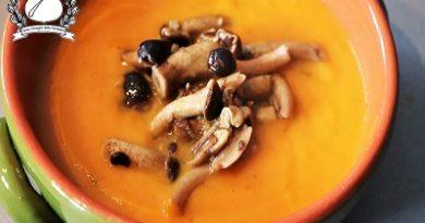 Vellutata di zucca con funghi pioppini m