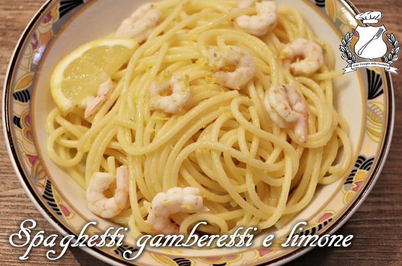 Spaghetti con gamberetti e limone