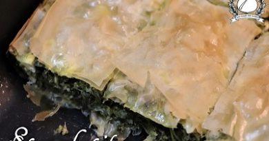 Torta salata di pasta fillo con verdure (Spanakopita)