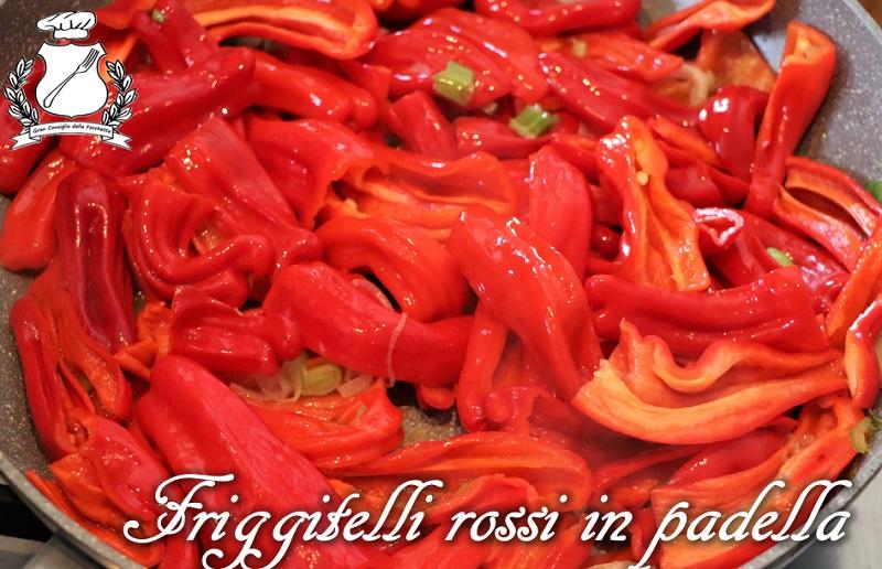 Friggitelli rossi in padella