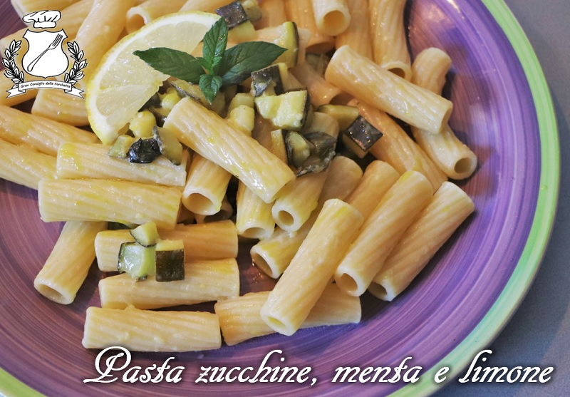 Pasta con zucchine, menta e limone