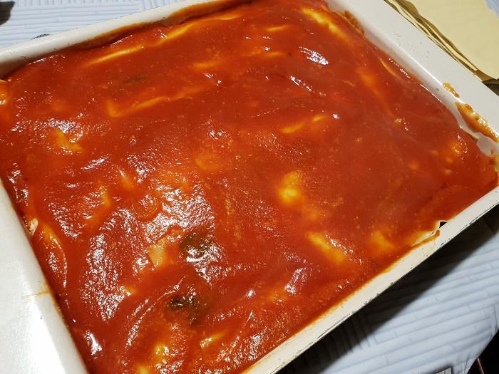 Lasagna napoletana 11 - copertura di pomodoro