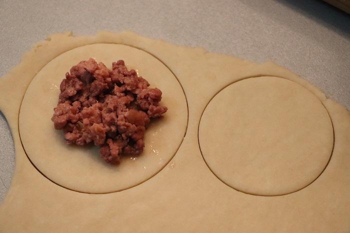 Panadas sarde con carne di maiale
