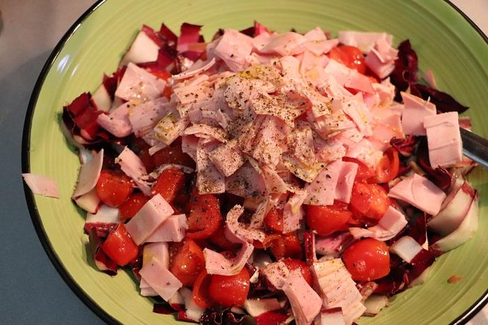 Insalata di radicchio, pomodori e prosciutto cotto 03